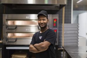 Kotipizzan vuoden yrittäjä perusti koulun orvoksi jääneille lapsille (800 x 534)