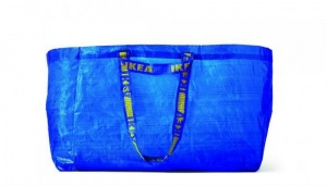 Ikea vastasi nokkelasti kassikohuun – listasi kriteerit, joiden avulla tunnistaa aidon Frakta-kassin (800 x 456)