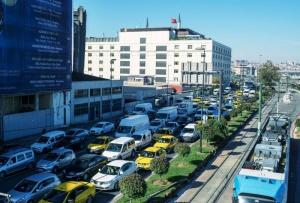 Naisilta takavarikoitu jo kymmeniä tuhansia autoja – Yli 40000 tapausta 8 kuukaudessa (800 x 541)