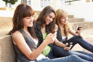 EU harkitsee 16-vuoden ikärajaa – Facebookin ja sähköpostin käyttö vaatisi luvan (800 x 534)