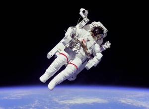 Astronautit huvittelevat videolla - mannekiini-haaste levisi avaruuteen (800 x 585)