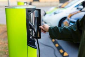 Likaista peliä? - öljylobbarit julkaisivat sähköautoja vastustavan videon (800 x 534)