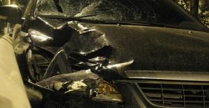 Hurja ketjureaktio moottoritiellä yhdestä potkusta - autoja pyörii ympäri, aiheuttaja kaasuttaa karkuun (800 x 416)