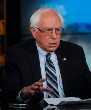Sanders keräsi miljoonia - ja rikkoi internetin (800 x 970)